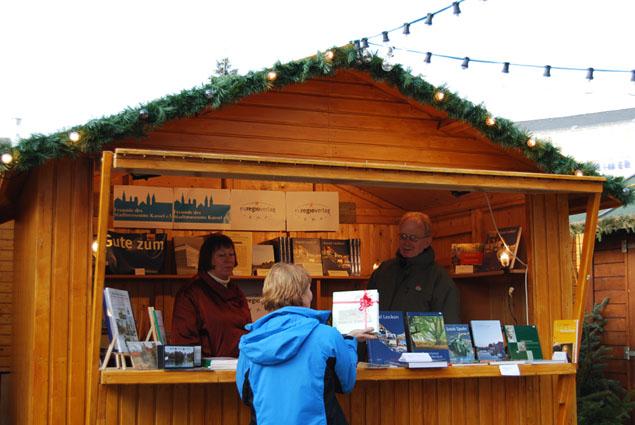 Chöre Singen Weihnachtslieder.Kasseler Chöre Singen Weihnachtslieder Auf Dem Weihnachtsmarkt